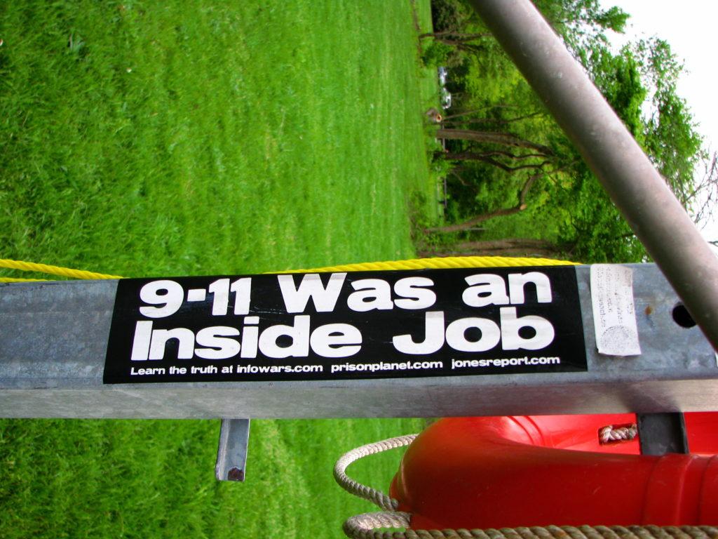 """Lerne die """"Wahrheit"""" über 9/11! Foto: Michael 2010 / Flickr CC BY-SA 2.0"""