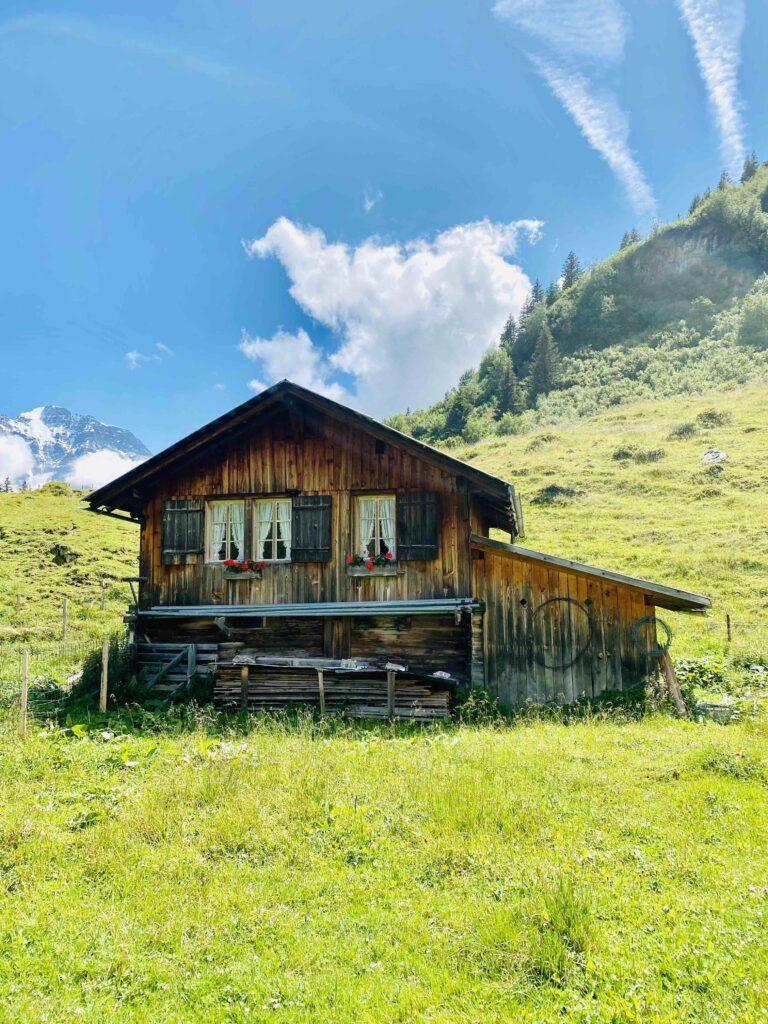 Heile Welt und Pommes: Meine Sommerferien in der Schweiz
